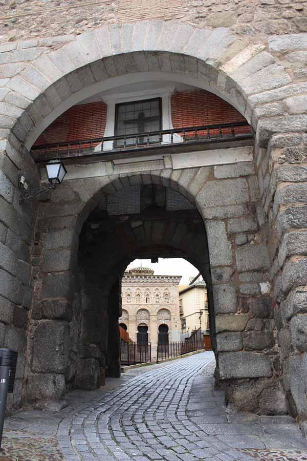 Puerta de Valmardon y Mezquita del Cristo de la Luz